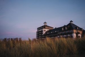 Strandhotel aan zee in Cadzand-Bad