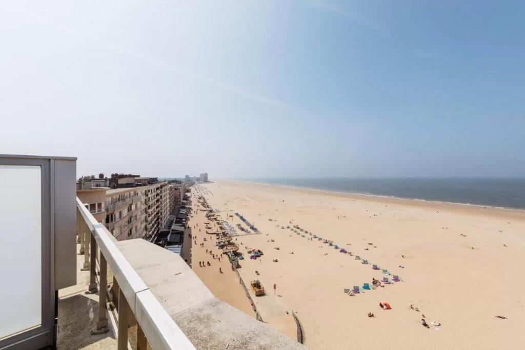 Hotel aan de kust met zeezicht in Oostende België